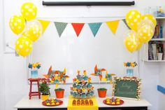 Agora sim a mesa principal está pronta. Você pode parar por aqui ou decorar também as mesas das crianças
