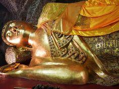 Esta pagoda se llama Kusinara, y es otro templo desconocido del rincón birmano que más aprecio: Mandalay.