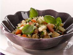 Mozzarella-panzanellasalaatti Mozzarella, Acai Bowl, Breakfast, Food, Acai Berry Bowl, Morning Coffee, Essen, Meals, Eten