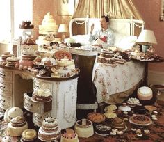 Self Portrait with Cakes / Photographer Tim Walker.Tim Walker & I, think a like. Tim Walker Photography, Magazine Vogue, Foto Fashion, High Fashion, Fashion News, Breakfast In Bed, Victoria And Albert Museum, Eat Cake, Editorial Fashion