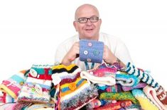 TWIDDLE MUFFS: For Dementia patients at Bolton Hospital in the UK. Fantastic idea, has a pattern PDF on the page. Need to find something like this in the US.