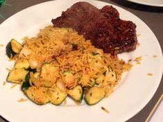 Both of us working until 8 so quick dinner when in: steak from @musclefoods courgettes onions a cheat packet of uncle Ben whole grain pilau ( no rubbish in but tasty). Eating healthy doesn't have to be hard. #sugarfree #glutenfree #dairyfree #yeastfree