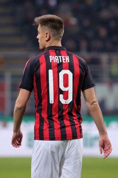 Krzysztof Piatek  19 of AC Milan during the serie A match between AC Milan  and 8ac0f18b5