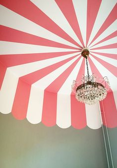 DIY a carnival painted room. scallops pink and white. painting ideas from isabelle mcallister, stockholm deco sweden. with chandelier Circus Room, Circus Theme, Circus Tents, Ceiling Painting, House Painting, Striped Ceiling, Textured Wallpaper, Do It Yourself Home, Room Paint