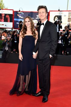 Pin for Later: Stars Flock to the Venice Film Festival Edward Norton and Shauna Robertson held hands on the carpet at the opening ceremony. Hollywood Couples, Celebrity Couples, Celebrity Photos, Emerald Green Gown, Edward Norton, Emma Stone, International Film Festival, Bridesmaid Dresses, Wedding Dresses