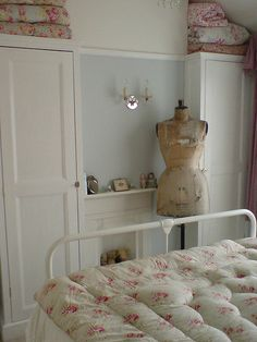 curvy vintage stockman mannequin and some of my eiderdowns! Beautiful Bedrooms, Beautiful Interiors, Stockman Mannequin, Small Bedroom Designs, Design Bedroom, Shabby Chic Mirror, Shabby Chic Interiors, Love Your Home, Shabby Vintage