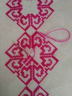 Pink tone Celtic Cross Stitch, Beaded Cross Stitch, Simple Cross Stitch, Cross Stitch Flowers, Cross Stitch Embroidery, Embroidery Patterns, Cross Stitch Designs, Cross Stitch Patterns, Cross Stitch Geometric