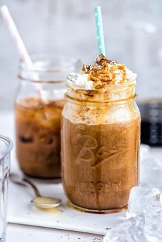 Vietnamese Iced Cold Brew Coffee Calling all coffee obsessives and Gilmore Girls fans.Vietnamese iced cold brew coffee with whipped cream and caramel. Cold Brew Coffee Recipe, Coffee Drink Recipes, Coffee Drinks, Coffee Cafe, Tea Recipes, Coffee Tables, Coffee Shop, Vietnamese Iced Coffee, Kitchen