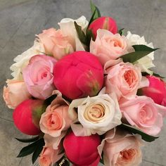 fabulous vancouver florist #coralcharmpeony and #julietgardenrose, you are glorious together. #vancouverflowers #hilarymilesflowers #gardenroses by @lydia_k_yu  #vancouverflorist #vancouverflorist #vancouverwedding #vancouverweddingdosanddonts