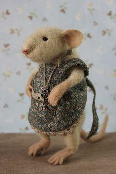 Maus mit einer Taste Nadel Gefilzte Maus von MouseHousebyAlina