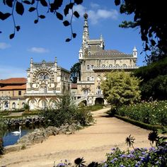 Bussaco Palace Hotel, Luso, Coimbra, Portugal, exterior. Manueline-Gothic architecture. Commissioned in 1888 as a royal retreat by King Charles I of Portugal.