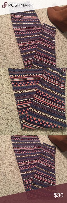 🆕 #LuLaRoe Aztec TC Leggings - Showstopper's 🎀 Such a fun display of colors. Gorgeous splash of colors all year long. TC (12-22) best fit, butter soft. Make them yours💜 LuLaRoe Pants Leggings