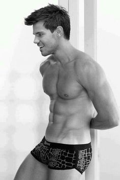 To hot! Taylor Lautner