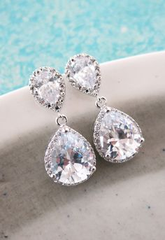 Luxe Cubic Zirconia Teardrop Ear Post, Swarovski Teardrop Crystal, Bridesmaid Earrings, holloywood inspired, Wedding Bridal Earrings, www.glitzandlovecom