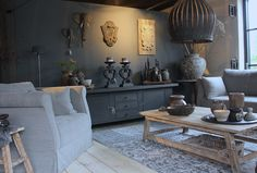 Woonkamer in landelijke stijl met meubelen en accessoires van o.a. Hoffz. www.daysathome.nl