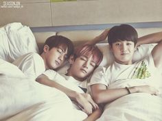 Jin spooning Taehyung is so adorable 😍 Jimin, Bts Jin, Bts Bangtan Boy, Jhope, Yoonmin, Foto Bts, Bts Photo, Wattpad, Bts Memes