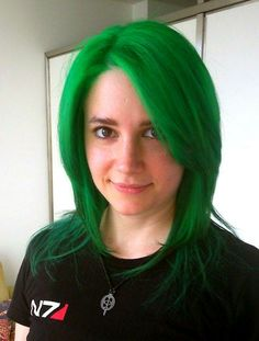 Annita is wearing MANIC PANIC Green Envy mixed with Venus Envy.
