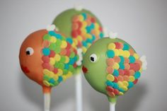 FISH CAKE POPS: Props to the way the colored sprinkles were used on these. cake-pops-and-truffles Fish Cake Pops, Cake Push Pops, Drop Cookies, Cupcake Cookies, Cake Decorating Supplies, Cookie Decorating, Cakepops, Animal Cake Pops, No Bake Cake Pops