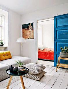 Mielenkiintoisia töitä ja tiloja - Interesting art and interiors. Keltainen talo rannalla: Modernia, väriä ja taidetta