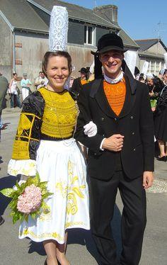 Bretons en Chapeau   Brodeuses 2006 par Mik