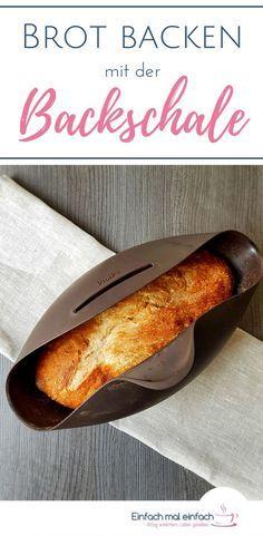 Mit einer Brotbackschale und diesem einfachen Rezept geht Brotbacken so einfach wie noch nie. Mit wenig Hefe geht der Teig über Nacht und entwickelt geschmacklichen Tiefgang. So geht Brotbacken nebenbei! #brotbacken #backen #tippsundtricks #brot #rezepte