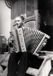 Musette de la roulotte? Le Piano, Piano Music, Gypsy Life, Gypsy Soul, Gypsy People, Oh My Heart, Gypsy Caravan, Vintage Gypsy, People Of The World