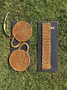 A DIY round raffia box bag – Self Assembly Required – Handwerk und Basteln Crochet Round, Diy Crochet, Double Crochet, Crochet Hooks, Crochet Handbags, Crochet Purses, Box Bag, Crochet Stitches, Crochet Patterns