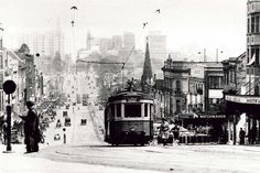 A tram travels up William Street towards Kings Cross, Sydney in the NSW Australia Williams Street, Sydney City, Modern Pictures, Historical Pictures, Sydney Australia, Old Photos, Vintage Photos, East Coast, Melbourne