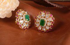 Gold Jewelry Statement tops with Polki , rubies and emerald ! Mom Jewelry, Jewelery, Jewelry Design, Gold Jewellery, Jewellery Shops, Temple Jewellery, Beaded Jewelry, Silver Jewelry, Gold Earrings Designs