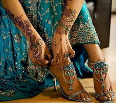 Henna and teal blue indian wedding dress and heels. the dress is beautiful and the shoes are amazing! Mehendi, Henna Mehndi, Hand Henna, Lila Gold, Bridal Mehndi Designs, Henna Designs, Saris, Dress And Heels, Indian Bridal
