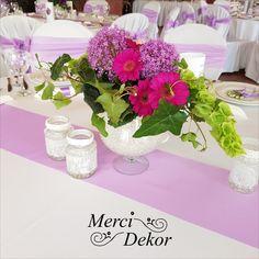Esküvői virág dekoráció Glass Vase, Table Decorations, Home Decor, Decoration Home, Room Decor, Home Interior Design, Dinner Table Decorations, Home Decoration, Interior Design