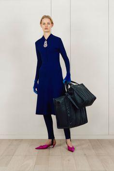 See the complete Balenciaga Pre-Fall 2017 collection.