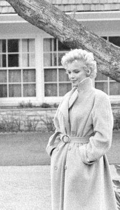 A George Vreeland Hill pin. Marylin Monroe, Marilyn Monroe Portrait, Marilyn Monroe Photos, Classic Actresses, Female Actresses, Sophie Marceau, Meg Ryan, Julia Roberts, Audrey Hepburn