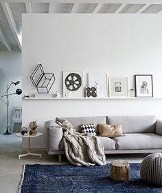 love this couch!    dutch magazine vtwonen feb 2012  Styling: Cleo Scheulderman  Fotografie: Jeroen van der Spek