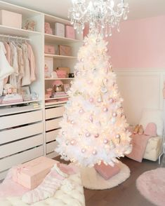 Artificial fir tree as Christmas decoration? A synthetic Christmas Tree or even a real one? Lovers of artificial Christmas decorations , such as Christmas tree or artificial Advent wreath know the adv Pink Christmas Decorations, Pink Christmas Tree, Christmas Bedroom, Shabby Chic Christmas, Beautiful Christmas, Christmas Home, Merry Christmas, Christmas Mantles, Vintage Christmas