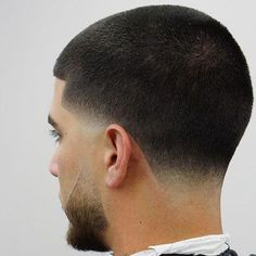 If you're thinking to get a low fade haircut and you're looking for inspiration, you came to the right place. Discover the most stylish low fade haircuts! Taper Fade Short Hair, Low Taper Fade Haircut, Drop Fade Haircut, Tapered Haircut, Short Hair Cuts, Short Hair Styles, Mens Taper Fade, Low Haircuts, Hairstyles Haircuts