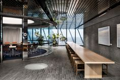 HASSELL merges technology and nature to design transurban's new office in melbourne Australian Interior Design, Interior Design Awards, Decor Interior Design, Interior Decorating, Workplace Design, Corporate Design, Technology Design, Technology Gifts, Energy Technology