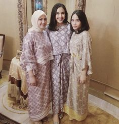 Discover recipes, home ideas, style inspiration and other ideas to try. Batik Fashion, Hijab Fashion, Women's Fashion, Batik Mode, Simple Outfits, Casual Outfits, Abaya Mode, Hijab Stile, Batik Dress