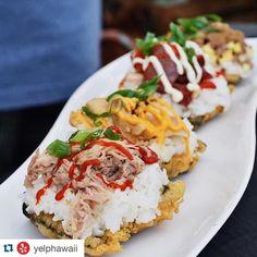 Musubis. Typ sushi fast gjord på spam/fläskkött istället för fisk. Vanligtvis inlindad i sjögräs, här är sjögräset friterat och man har det som botten med det göttaste ovanpå. Catering, Sushi, Hawaii, Instagram Posts, Kitchen, Cooking, Catering Business, Gastronomia, Kitchens