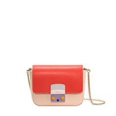 Discover the Furla collections: bags, wallets and accessories. Visit the online store and benefit from exclusive offers and free returns. Furla, Georges Chakra, Shops, Mini Bag, Night Out, Chanel, Style Inspiration, Handbags, Wallet