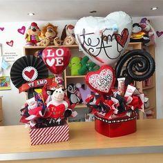 Creative Gift Baskets, Creative Money Gifts, Valentine's Day Gift Baskets, Valentine Decorations, Valentine Crafts, Valentine Day Gifts, Handmade Decorations, Valentines Day Baskets, Valentines Gifts For Boyfriend