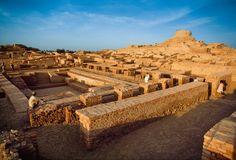 La cultura del valle del Indo · El «gran baño» de Mohenjo-Daro  Mide 12 x 7 m, su profundidad es de 2,4 m y tiene una capacidad de 160 m3. Sus muros están formados por dos capas de ladrillo, separadas por una capa impermeabilizante de betún, de 3 cm.