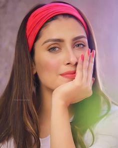 Girl Drawing Sketches, Celebrity Stars, Ayeza Khan, Cute Girl Face, Beautiful Bollywood Actress, Dyed Hair, Blouse Designs, Cute Girls, Beauty Makeup