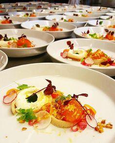Några av kvällens förrätter lättrökt silverål Kalixlöjrom citroncréme körvel inkokt & syrad lök riven äggula brioche.  #gastroart #gastropost #foodporn #foodphotography #foodie #foodpics #theartofplating #foodstarz #foodstarz_official #foodknockout #soignefood #grateplates #gourmetzfood #chefslife #chefsoninstagram #thebestchefproject #whiteguidesverige #cookniche #festvåning #Skeppsbron #koferens #högsäsong #slutnamiddagar #fest by sjofartshusetfestvaningar