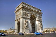 Situé à une extrémité de la plus célèbre avenue du monde - l'Arc de Triomphe à #Paris est plus ancienne que la Tour Eiffel. Les visiteurs peuvent monter les escaliers vers le haut de l'arc et de voir l'axe central de Paris