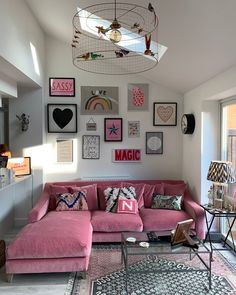 25 Stylish Living Room Decor Ideas For Any Budget – BuzzKee Home Living Room, Apartment Living, Living Room Designs, Living Room Decor, Bedroom Decor, Pink Living Rooms, Living Room Gallery Wall, Apartment Layout, Gallery Walls