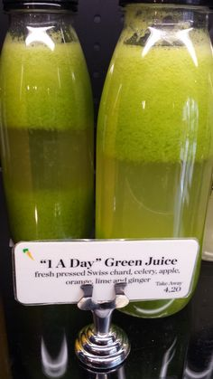 Pain Quotidien's a Day' Green Juice of swiss chard, celery, apple, orange, lime and ginger. Coconut Grove Florida, Hotel Rooftop Bar, Top 10 Restaurants, Interior Design Tips, Go Green, Cold Drinks, Celery, Juice, Apple