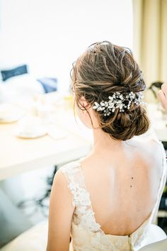 More or less elaborate bun, crown braid, flowering mat, short cut with a headband or glamorous ripples … The photo sharing site is full of ideas for good hair on the day of her wedding. Best Wedding Hairstyles, Bride Hairstyles, Bridal Make Up, Bridal Hair, Romantic Bridal Updos, Beautiful And Twisted, Twist Bun, Wedding Hair Inspiration, Stylish Hair