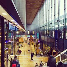 #Swiss in #time ⏰ #Geneva #tempo #urban#dunamics#city#cornavin#gare#garecornavin#genevagare#switzerland#swisstime#swisswatch#watchmakers#swisswatches#structure#linear#paralellism#symmetry