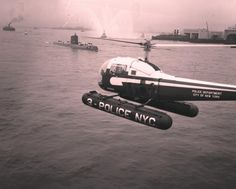 ◆NYPD Aviation & Harbor Units Escort The USS Nautilus (SSN-571) Through The New York Harbor In 1958 ◆